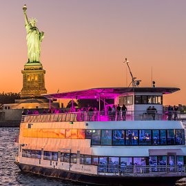 Image for YACHT CRUISE PARTY AROUND NEW YORK CITY   SKYLINE VIEW, COCKTAIL, MUSIC