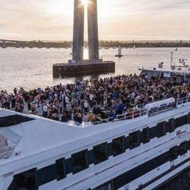 Image for BRUNCH BOOZE CRUISE PARTY CRUISE NEW YORK CITY VIEWS OF STATUE OF LIBERTY